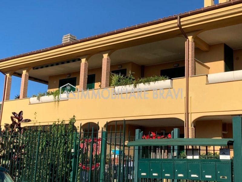 Appartamento con giardino in zona Valdambrini - Agenzia Immobiliare Bravi a Santa Marinella